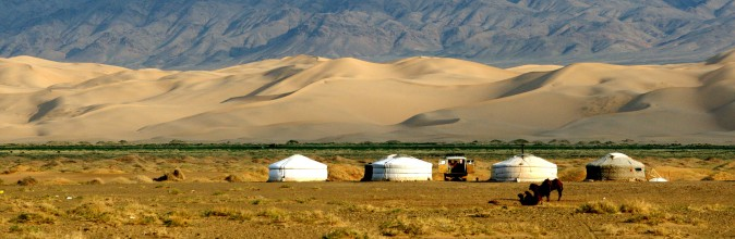 traditional-ger-huts-gobi-desert-mongolia-e1354043097140